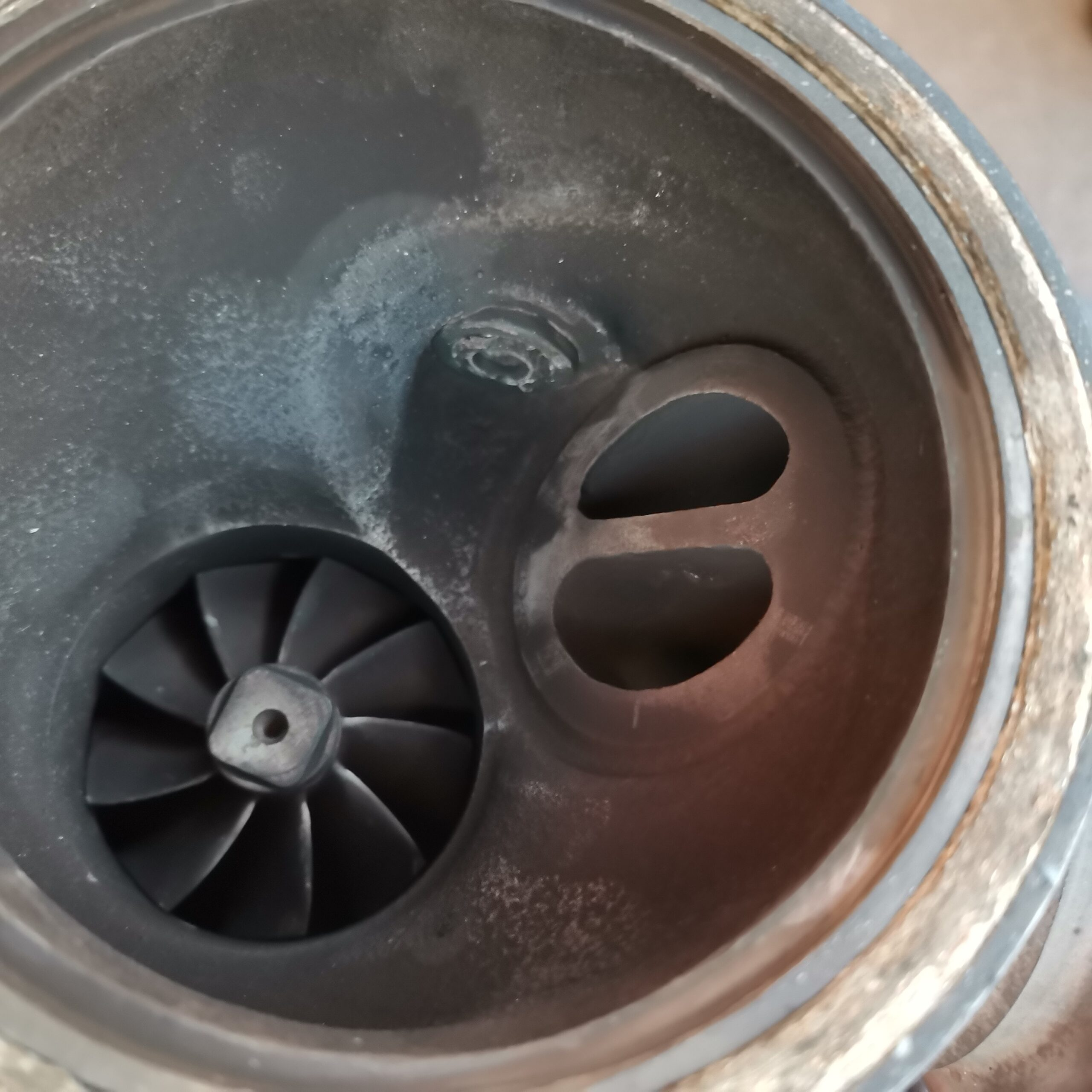 В турбине BMW X5 E70 вырвало клапана сброса давления