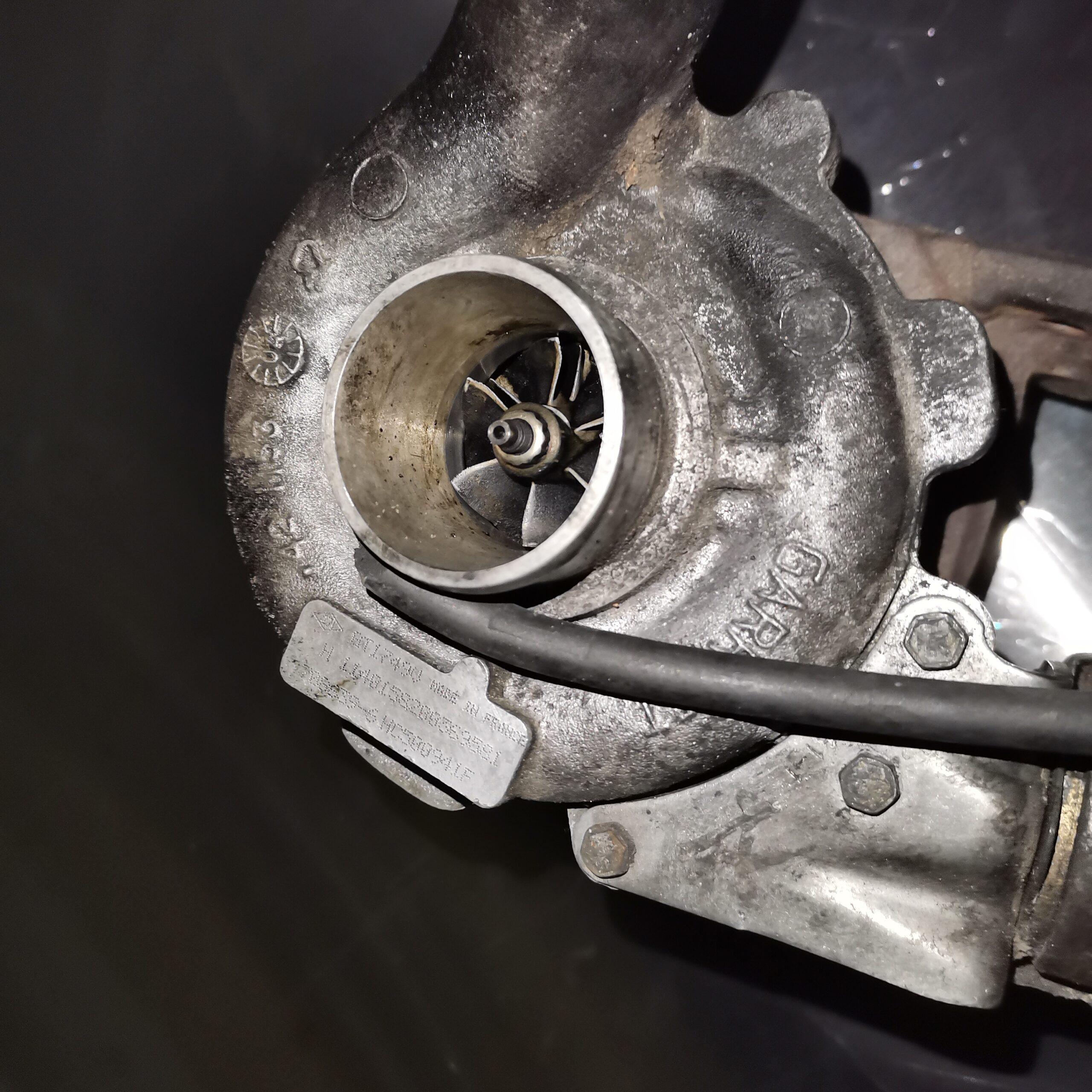 Сломанный турбокомпрессор на Renault Laguna 1.9 dCi